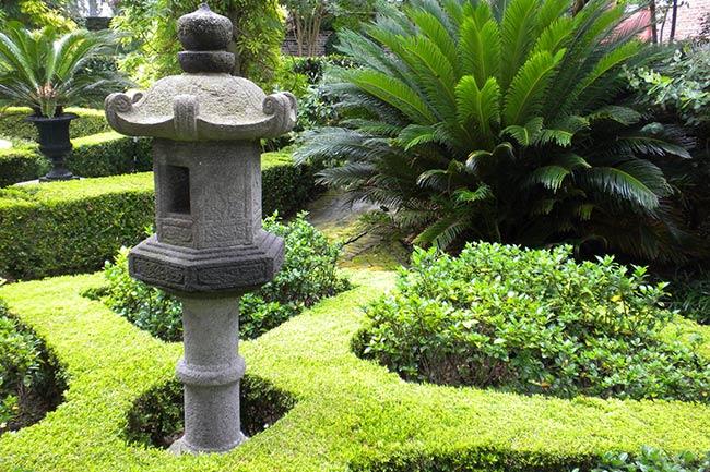Asian Finial, Calhoun Mansion Garden