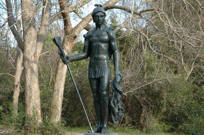 Cassique Statue