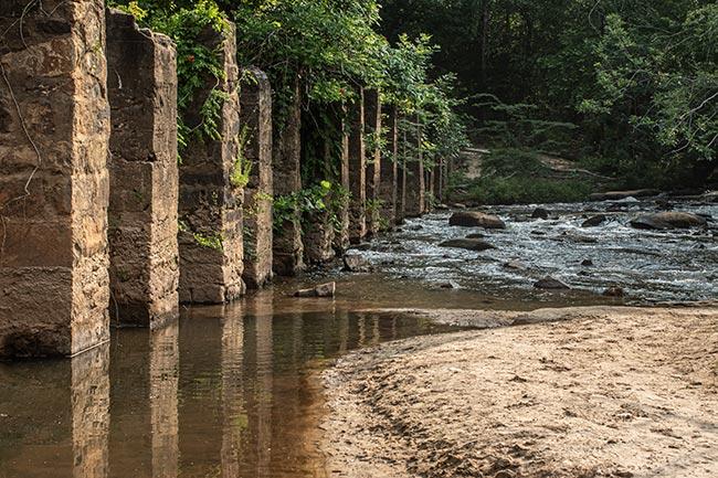 Cedar Falls Park, Stone Wall
