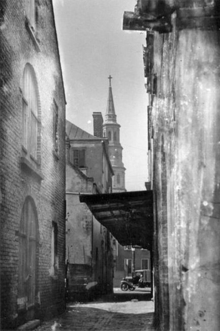 Philadelphia Alley in Charleston, 1930