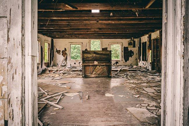 Stono Baptist Church, Piano in Doorway